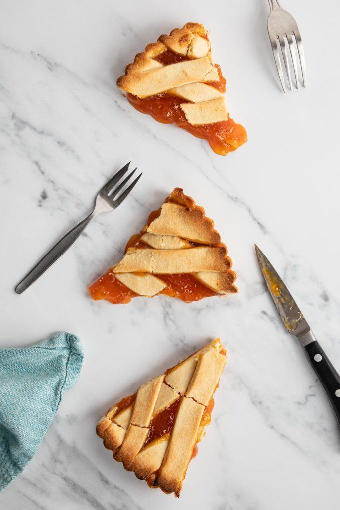 slices of crostata alla marmellata