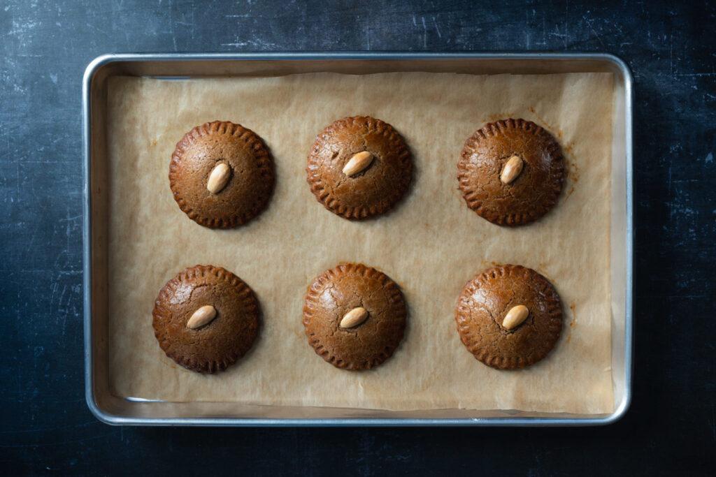 A tray of gevulde koeken