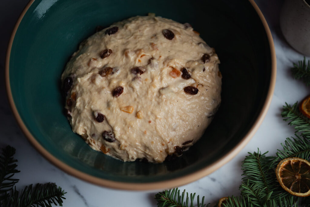 julekake dough rising in a bowl
