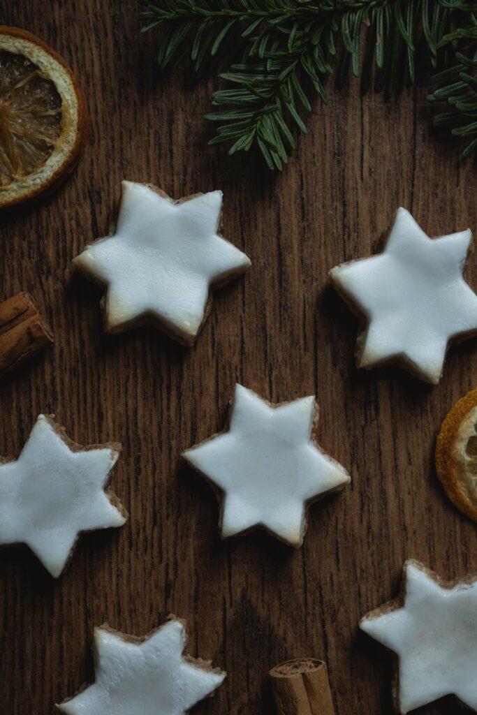 close up of zimtsterne cinnamon star cookies